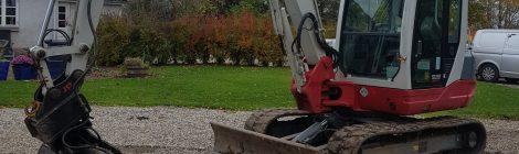 Vi har udvidet med en 5 ton Takeuchi gravemaskine